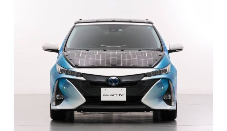toyota-prius-phv-demo-car-with-solar-panels-1
